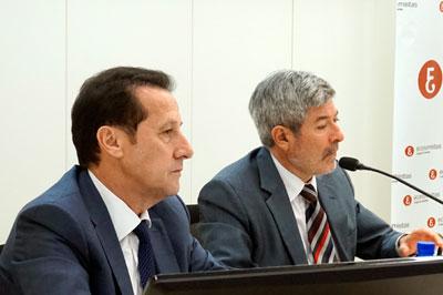 Pedro Algarra presicente del Foro Germán Bernácer y Francisco Menargues